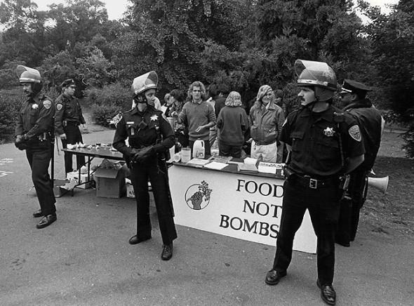 food not bombs cops
